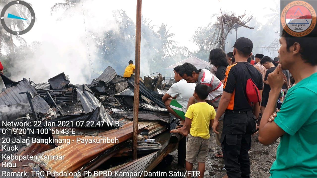 Puluhan Kios di Pasar Kuok, Kampar Habis Di Lalap Si Jago Merah, BPBD Mendirikan Posko Pengungsian